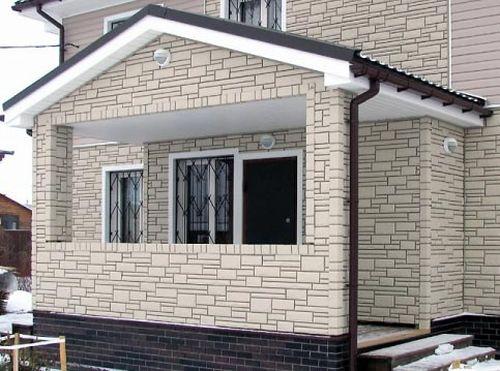 Дизайн дома с отделкой цокольным сайдингом