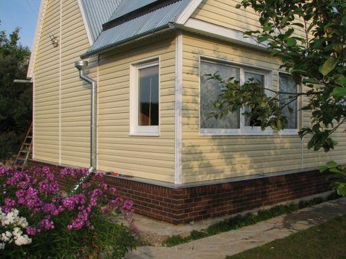 Как обшить дом сайдингом?