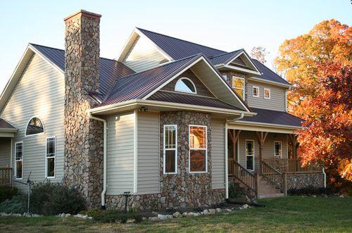 Выбираем варианты отделки фасада: сайдинг или штукатурка